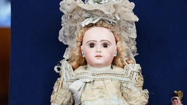 Appraisal: Tête Jumeau Bébé Doll & Parasol