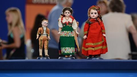 Antiques Roadshow -- S19 Ep20: Appraisal: Ethnic Costumed Dolls