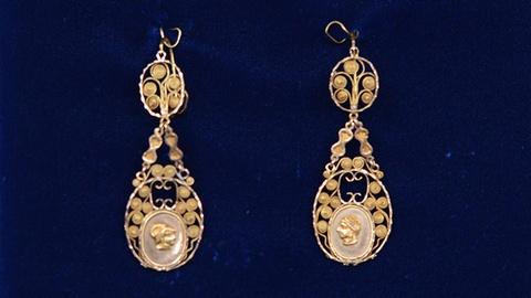 Antiques Roadshow -- S19 Ep21: Appraisal: French Filigree Earrings, ca. 1775