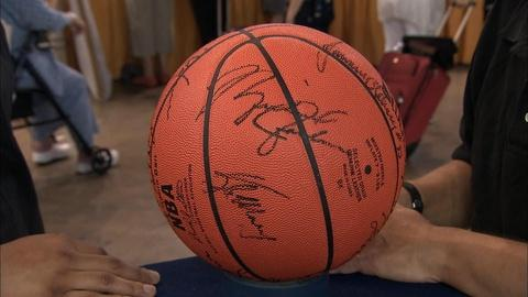 Antiques Roadshow -- S19 Ep22: Appraisal: 1984 Bulls Team-Signed Basketball