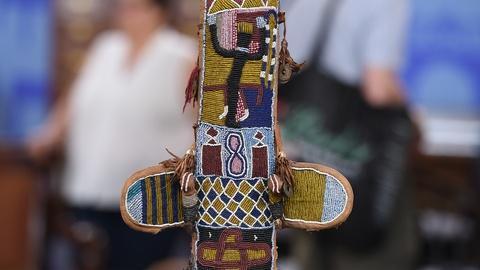 Antiques Roadshow -- S19 Ep23: Appraisal: Yoruba Orisha Oko Shaft & Beaded Sheath