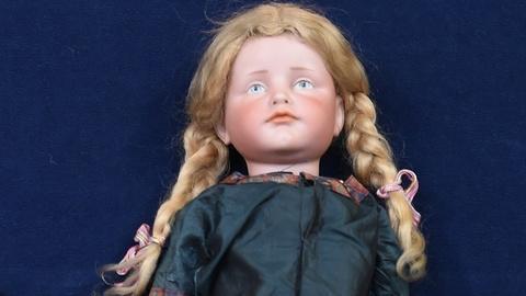 Antiques Roadshow -- S19 Ep24: Appraisal: Kammer & Reinhardt Doll, ca. 1915