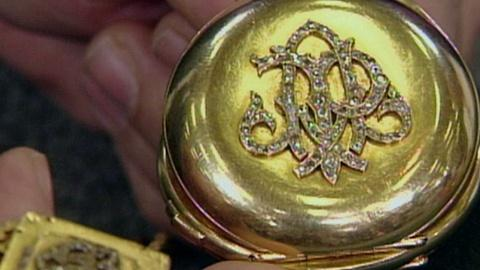 Antiques Roadshow -- S13 Ep19: Appraisal: Pocket Watch with Fob Chain