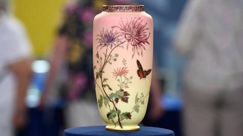 Antiques Roadshow -- Appraisal: Thomas Webb & Sons Burmese Glass Vase