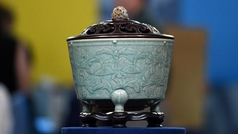 Antiques Roadshow -- S20 Ep5: Appraisal: Chinese Celadon Incense Burner on Stand