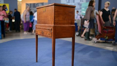 Antiques Roadshow -- S20 Ep7: Appraisal: Virginia Federal Walnut Cellarette, ca.