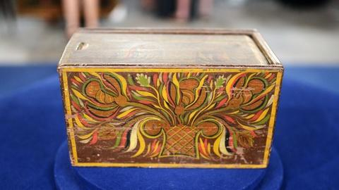 Antiques Roadshow -- S20 Ep7: Appraisal: Painted Pennsylvania Folk Art Candle Box