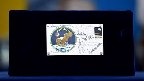 Antiques Roadshow -- S20 Ep8: Appraisal: 1969 Apollo 11 Signed Postal Cover