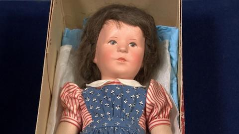 Antiques Roadshow -- S20 Ep9: Appraisal: Käthe Kruse Doll in Original Box, ca. 19