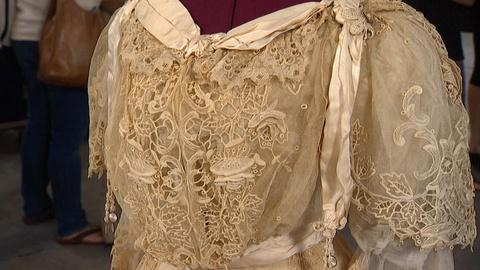 "Antiques Roadshow -- Appraisal: ""Gibson Girl"" Lace Teagown, ca. 1904"