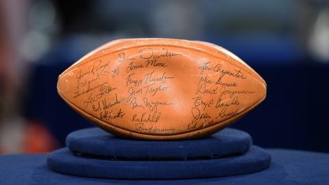 Antiques Roadshow -- S20 Ep10: Appraisal: 1961 Green Bay Packers-signed Football