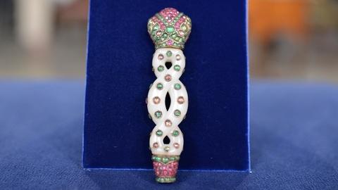 Antiques Roadshow -- S20 Ep10: Appraisal: Mughal Jeweled White Jade Handle, ca. 1
