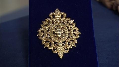 Antiques Roadshow -- S20 Ep11: Appraisal: 18th-Century Diamond & Gold Badge
