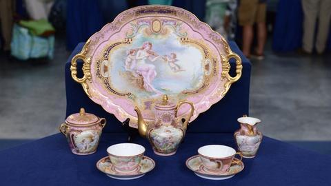 Antiques Roadshow -- S20 Ep16: Appraisal: Porcelain Cabaret Coffee Set, ca. 1900