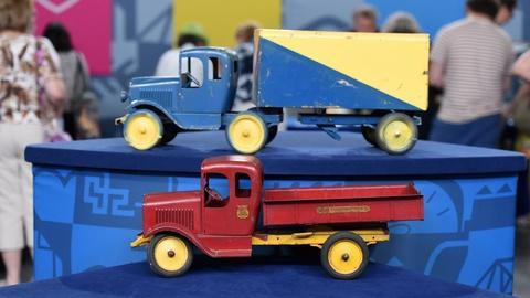 Antiques Roadshow -- S20 Ep18: Appraisal: Hoenes Engineering Pressed-steel Trucks