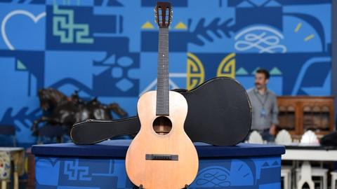 Antiques Roadshow -- S20 Ep18: Appraisal: 1928 C.F. Martin Style O-18H Guitar wit