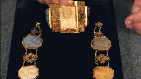 Antiques Roadshow -- Appraisal: Italian Necklace & Bracelet, ca. 1810