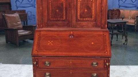 Antiques Roadshow -- S20 Ep21: Appraisal: American Desk & Bookcase, ca. 1820