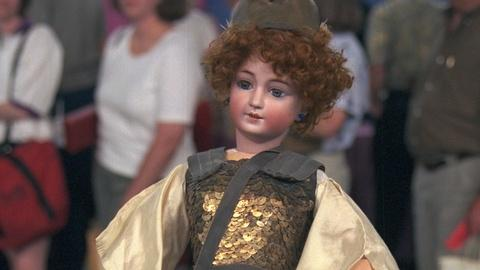 Antiques Roadshow -- S20 Ep23: Appraisal: Simon & Halbig Doll with Jumeau Costume