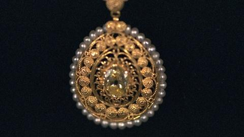 Antiques Roadshow -- S20 Ep23: Appraisal: Tiffany & Co. Yellow Diamond Pendant