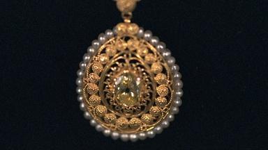 Appraisal: Tiffany & Co. Yellow Diamond Pendant