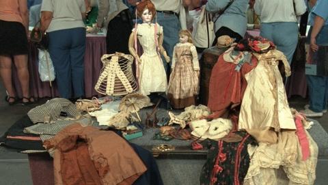 Antiques Roadshow -- S20 Ep25: Appraisal: Jumeau Dolls & Accessories