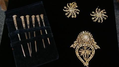 Antiques Roadshow -- S20 Ep28: Appraisal: Malaysian Jewelry, ca. 1865