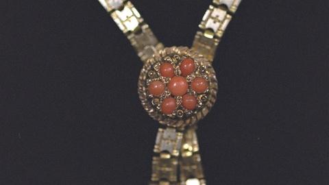 Antiques Roadshow -- S21 Ep19: Appraisal: 19th-C. Necklace with Lincoln Provenanc