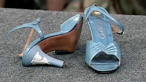 Antiques Roadshow -- S16 Ep22: Appraisal: Wedgwood Jasperware High-heel Shoes