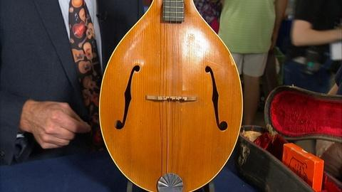 Antiques Roadshow -- S21 Ep1: Appraisal: 1923 Gibson Tenor Lute with Case