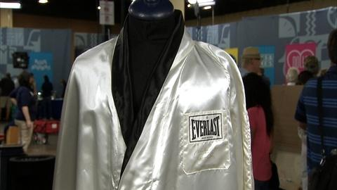 Antiques Roadshow -- S21 Ep1: Appraisal: Signed Muhammad Ali Robe