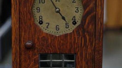 Antiques Roadshow -- S12 Ep14: Appraisal: Stickley Mantel Clock, ca. 1911