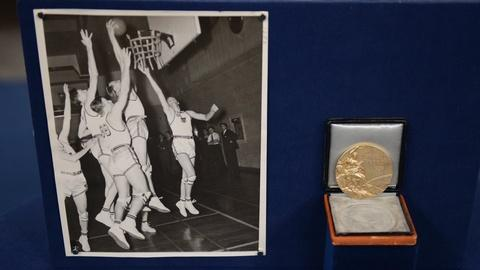 Antiques Roadshow -- S21 Ep3: Appraisal: 1936 Joe Fortenberry Olympic Gold Medal