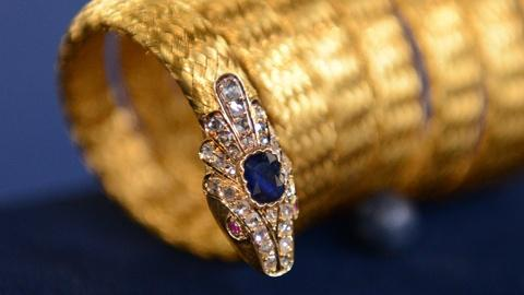 Antiques Roadshow -- S21 Ep3: Owner Interview: English Woven Gold Snake Bracelet
