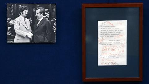 Antiques Roadshow -- S21 Ep4: Appraisal: 1972 Nixon Presidential China Trip Autog