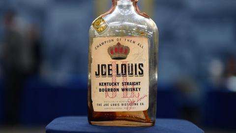 Antiques Roadshow -- S21 Ep5: Appraisal: 1952 Joe Louis-signed Whiskey Bottle