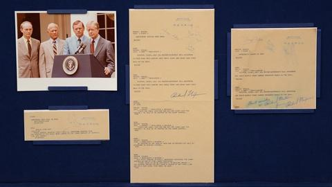 Antiques Roadshow -- S21 Ep11: Appraisal: 1969 Signed Moon Landing Newswires