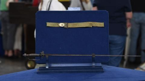 Antiques Roadshow -- S21 Ep11: Appraisal: Revolutionary War Small Sword & Belt, c