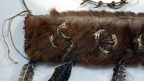 Antiques Roadshow -- S16 Ep24: Appraisal: Fake Indian Arrow Quiver in Case