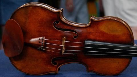 Antiques Roadshow -- S12 Ep3: Appraisal: 1798 Nicolas Lupot Violin & Peccatte-sty