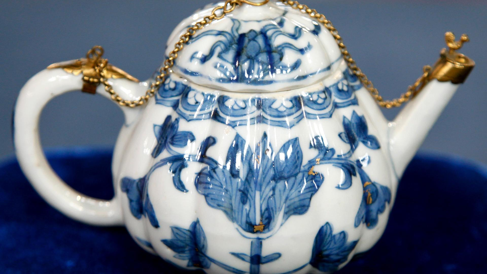 Appraisal: Chinese Export Porcelain Teapot, ca  1700