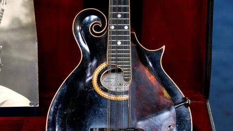 Antiques Roadshow -- S17 Ep2: Appraisal: 1914 Gibson F4 Mandolin with Case