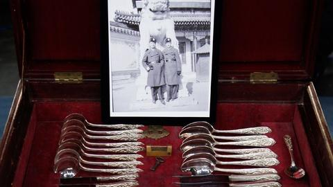 Antiques Roadshow -- S17 Ep7: Appraisal: 1938 Chinese Export Silver Cutlery Cante