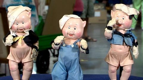 Antiques Roadshow -- S17: Web Appraisal: Three Madame Alexander Pigs, ca. 1939