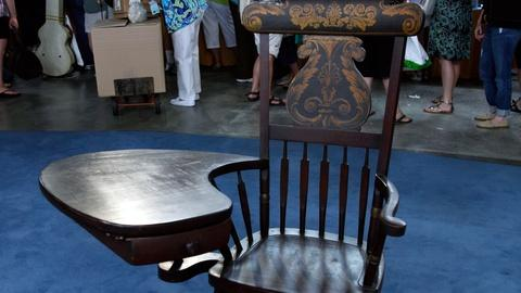 Antiques Roadshow -- S17 Ep8: Appraisal: Writing Arm Windsor Chair, ca. 1835