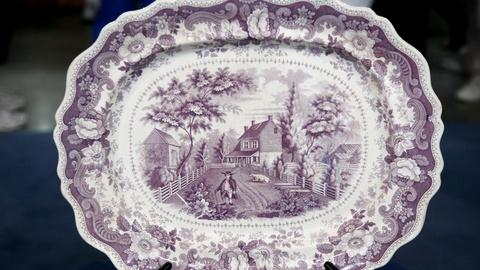 Antiques Roadshow -- S12 Ep11: Appraisal: American Historical Staffordshire Platt