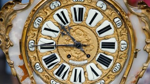Antiques Roadshow -- S12 Ep12: Appraisal: French Bracket Clock, ca. 1900