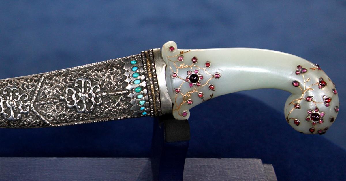 Appraisal: 18th C  Ottoman Jade Hilt Dagger | Season 17