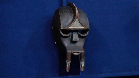 Antiques Roadshow -- S17 Ep12: Appraisal: 20th C. Kwele Beete Gon Mask