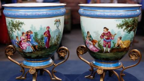 Antiques Roadshow -- S17 Ep12: Appraisal: Pair of Mounted Urns